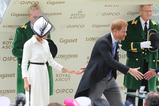 Khoảnh khắc ngọt ngào của 4 cặp đôi nổi tiếng nhất hoàng gia Anh: Hiếm khi thể hiện nhưng vẫn làm công chúng ghen tị - Ảnh 25.