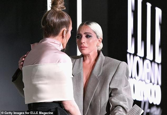 Lady Gaga đã khiến nhiều người bật khóc khi chia sẻ ngay trên sân khấu về quá khứ đen tối bị xâm hại tình dục