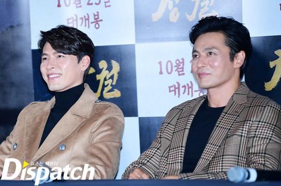 Cùng đẹp trai phong độ, Hyun Bin và Jang Dong Gun hôm qua còn có chung cả làn da bóng nhẫy như vừa skincare 10 bước - Ảnh 1.