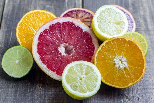 Muốn tránh ung thư, bệnh tim, mất trí nhớ và giảm nếp nhăn, hãy ăn loại trái cây được bán nhiều ở chợ này - Ảnh 1.
