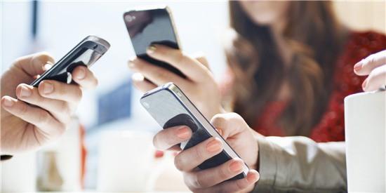 Dán mắt vào điện thoại gây hại cho 2 cậu bé 10 và 15 tuổi đến mức này: Lời cảnh tỉnh cho cả người lớn - Ảnh 8.