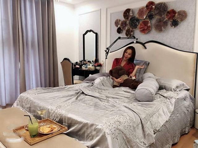 Căn hộ 3 phòng ngủ sang chảnh của Quỳnh búp bê - Ảnh 10.