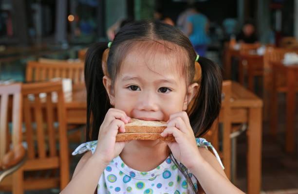 4 kiểu ăn sáng gây tổn hại sức khỏe của trẻ nhất, rất nhiều mẹ đang làm - Ảnh 5.