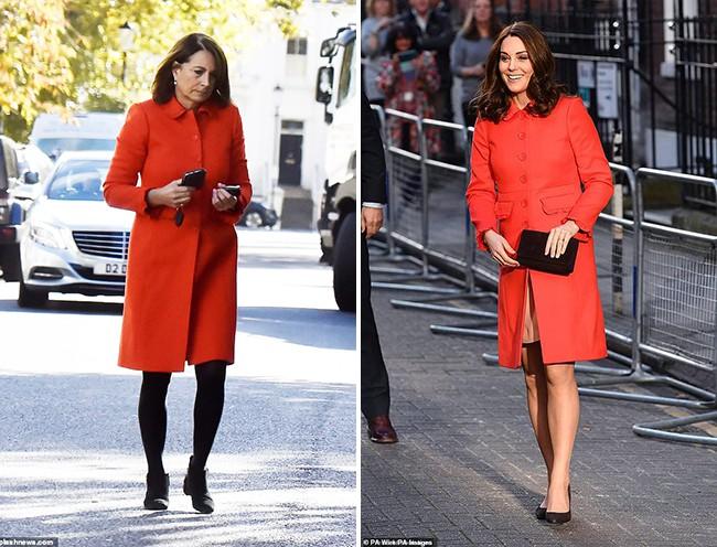 Các thánh soi đã ra tay và tia được Công nương Kate Middleton cùng mẹ đẻ rất hay mặc đồ giống nhau - Ảnh 1.