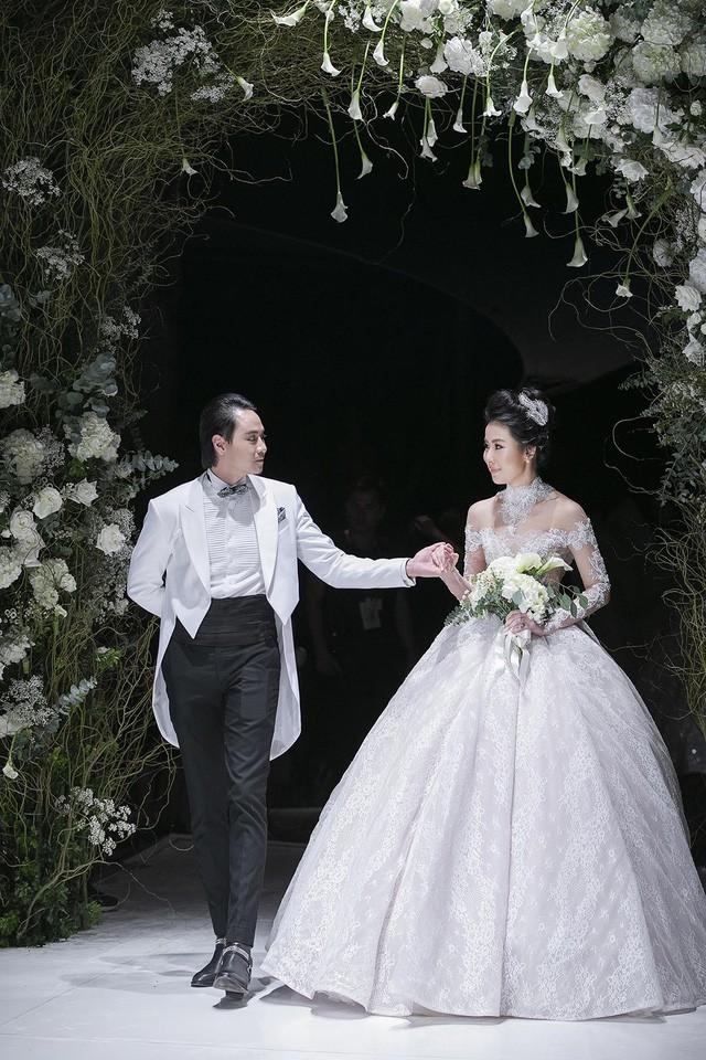"""""""Cô gái thời tiết"""" Mai Ngọc xúc động sải bước cùng 9 cô dâu khác trong vườn địa đàng của Calla - Ảnh 9."""