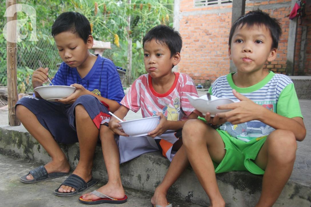 4 đứa trẻ mồ côi cha, ốm trơ xương vì đói ăn bên bà nội già yếu sau khi mẹ bỏ đi lấy chồng mới 2