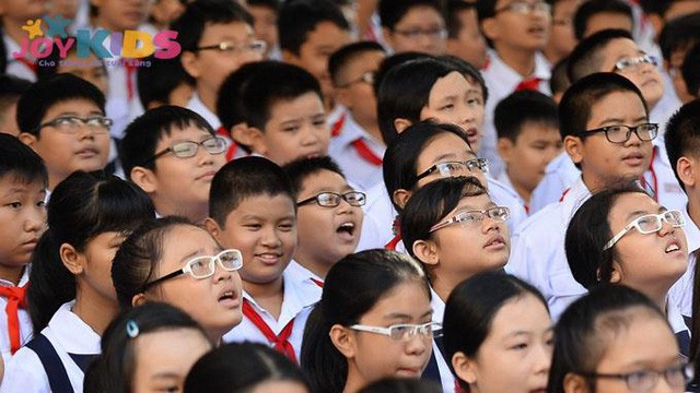 Bàn ghế thông minh - giải pháp chống gù, chống cận cho trẻ hiệu quả - Ảnh 1.