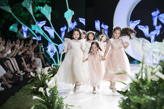 Ngắm nhìn những mẫu váy cưới đẹp mắt dành cho các bé thiên thần 3 - 9 tuổi từ BST Calla Kids của NTK Phương Linh - Ảnh 1.