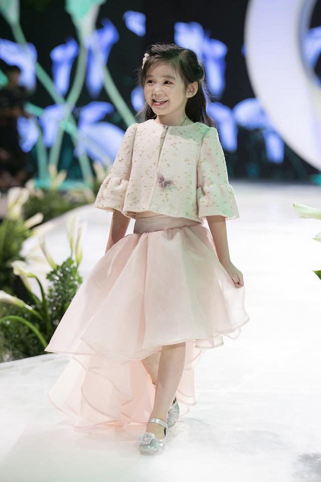 Ngắm nhìn những mẫu váy cưới đẹp mắt dành cho các bé thiên thần 3 - 9 tuổi từ BST Calla Kids của NTK Phương Linh - Ảnh 5.