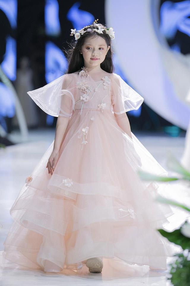 Ngắm nhìn những mẫu váy cưới đẹp mắt dành cho các bé thiên thần 3 - 9 tuổi từ BST Calla Kids của NTK Phương Linh - Ảnh 8.