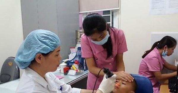 Hàng nghìn mẹ chia sẻ thổi sáp ong vào tai để chữa viêm tai giữa, bác sĩ giật mình! - Ảnh 2.