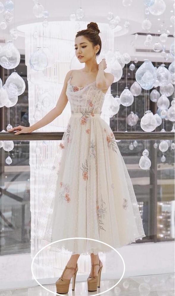 Bích Phương: 2 lần diện đầm đẹp long lanh như công chúa, vậy mà chỉ vì chi tiết này làm hỏng cả đội hình - Ảnh 3.