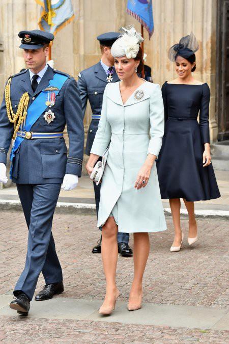 Tinh tế như Công nương Kate: chọn quần tất cũng là nghệ thuật, vừa tự nhiên khó phát hiện lại vừa không lo tuột giày - Ảnh 4.