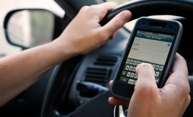 Chuyên gia tiết lộ gây sốc lý do vì sao bạn không nên sử dụng điện thoại khi đang đi xe ô tô - Ảnh 1.
