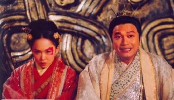 Vừa già lại xấu, người phụ nữ mang tiếng ế chỏng chơ liền tức mình tới kiếm hẳn đế vương để chọn làm chồng! - Ảnh 2.