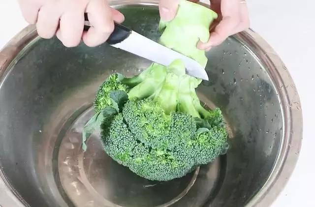 Mách bạn cách làm sạch súp lơ để giữ nguyên vẹn hương vị và chất dinh dưỡng, bấy lâu nay mọi người toàn làm sai - Ảnh 1.