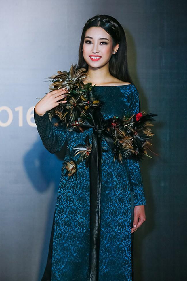 Bình thường lên đồ cũng xinh, mỗi tội cứ đến Fashion Week là Hoa Hậu Mỹ Linh lại mặc linh tinh vì ham... giật giũ - Ảnh 4.