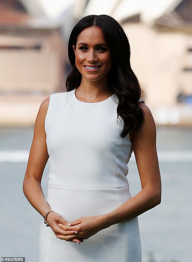 Với loạt chi tiết này, báo Anh tin rằng cả Hoàng gia đang xem Meghan Markle như Công nương Diana thứ 2 - Ảnh 4.