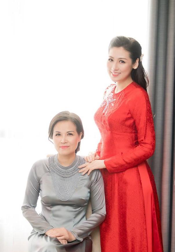 Ngắm nhan sắc và style của các bà mẹ mới hiểu vì sao các bông Hậu  của Vbiz lại xinh đẹp duyên dáng đến vậy - Ảnh 13.