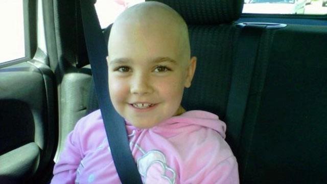 Con gái 7 tuổi bỗng đau bụng dữ dội, mẹ càng sốc hơn khi biết con bị bệnh ung thư tưởng chỉ phụ nữ trưởng thành mới mắc - Ảnh 2.