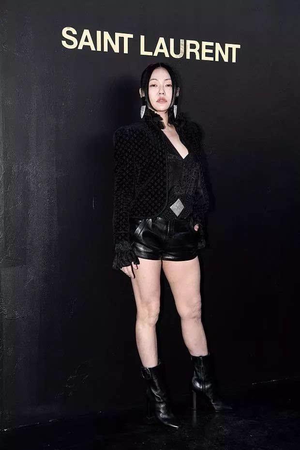 Đỉnh cao tự tin là Tiểu S: 38 tuổi vẫn mặc váy trong suốt để lộ quần nội y sặc sỡ thong dong khắp Paris - Ảnh 5.