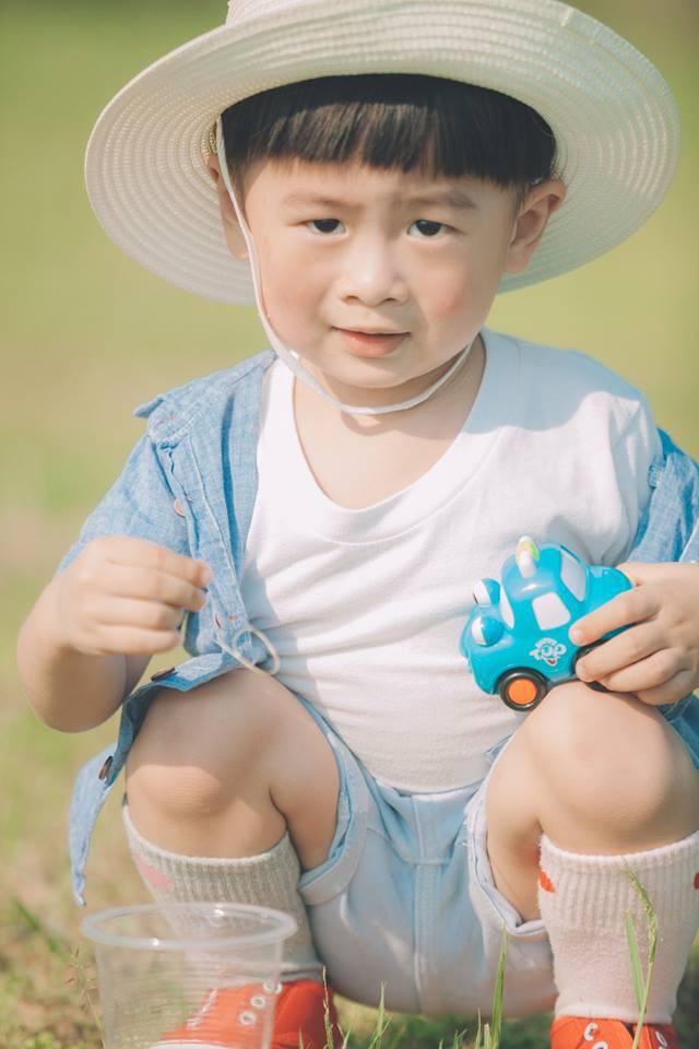 Góc số hưởng: Có bố làm nhiếp ảnh gia, em bé Nha Trang bỗng nổi rần rần bởi loạt hình xinh như trai Hàn - Ảnh 2.