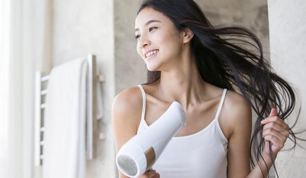 Nếu sấy xong thấy tóc cứ khô cong thì bạn đã không quan tâm đến những tip này - Ảnh 5.