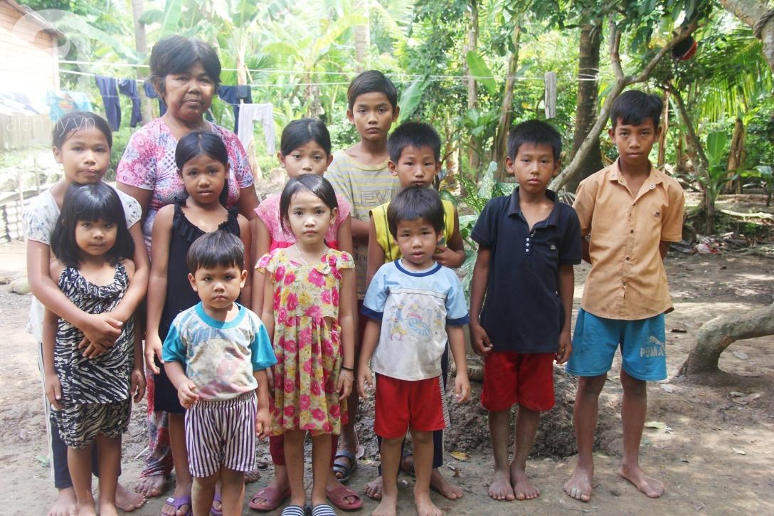 Nụ cười hạnh phúc của 11 đứa trẻ bị bố mẹ bỏ rơi: Tụi con được ăn cơm với cá thịt và đi học tiếp - Ảnh 12.