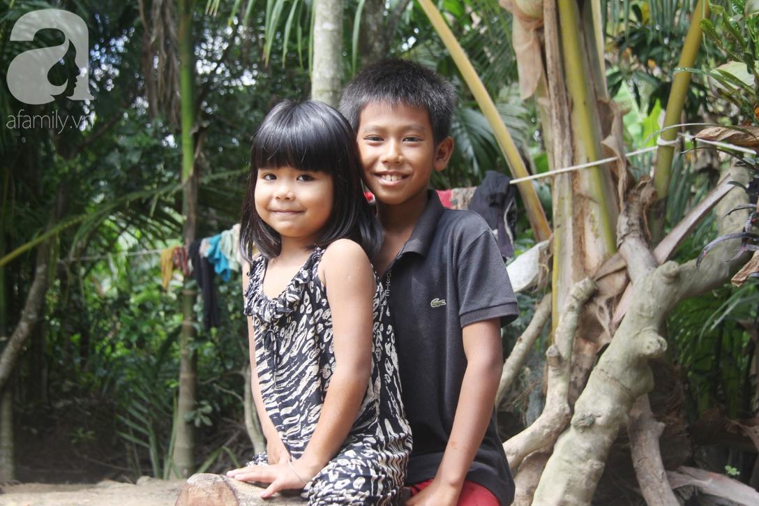 Nụ cười hạnh phúc của 11 đứa trẻ bị bố mẹ bỏ rơi: Tụi con được ăn cơm với cá thịt và đi học tiếp - Ảnh 6.