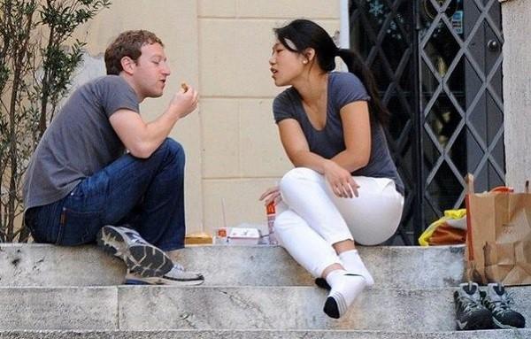 Thì ra đây là bí quyết khiến cô vợ kém xinh làm ông chủ Facebook không những si mê mà còn ngoan ngoãn nghe lời - Ảnh 1.