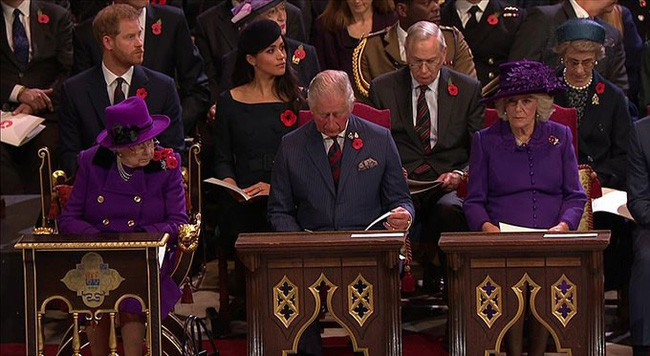 """Không dưới 3 lần """"đụng"""" đồ rực rỡ với Nữ hoàng Anh, bà Camilla chính là nữ nhân Hoàng gia duy nhất dám làm vậy - Ảnh 4."""