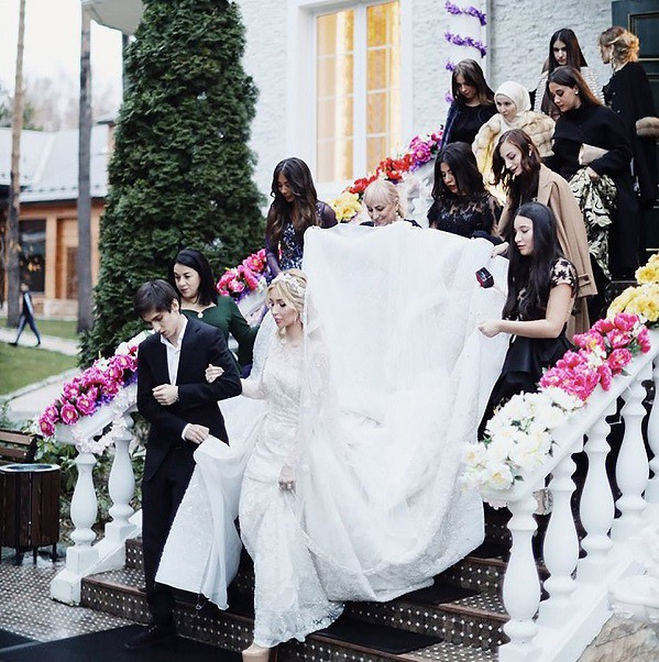 Lóa mắt với đám cưới xa hoa bậc nhất của ông trùm dầu khí với dàn vali của hồi môn đã lên tới 7 tỷ - Ảnh 4.