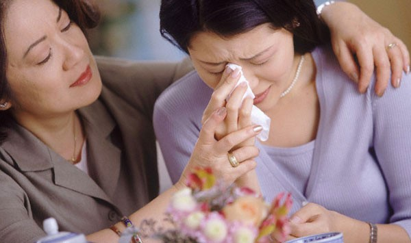 Mẹ chồng quỳ thụp dưới chân tôi trước mặt bố mẹ đẻ nhưng tôi dửng dưng và càng ghê sợ thủ đoạn của bà ta - Ảnh 2.