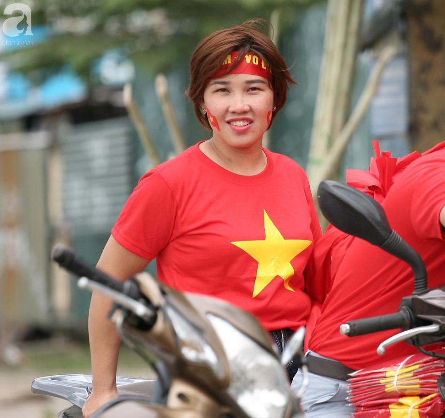 AFF CUP: Việt Nam 2 - 0 Malaysia, người hâm mộ vui sướng cuồng nhiệt - Ảnh 24.