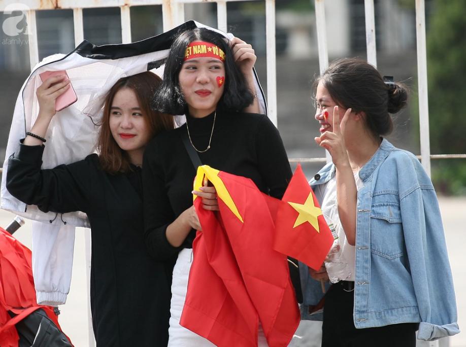 AFF CUP: Việt Nam 2 - 0 Malaysia, người hâm mộ vui sướng cuồng nhiệt - Ảnh 26.