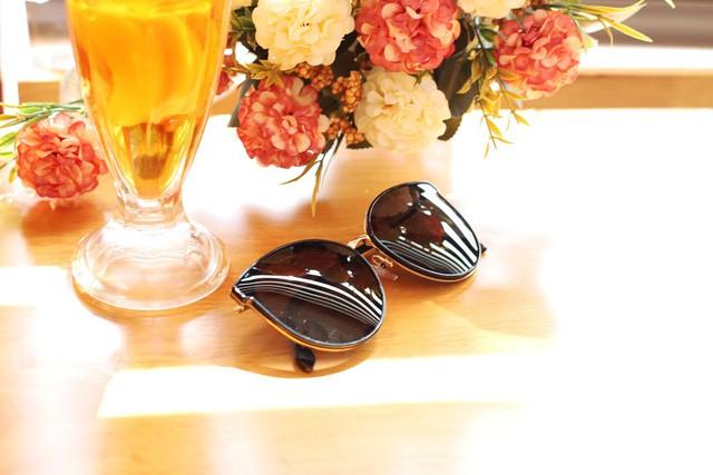 Black Friday, phái đẹp rủ nhau đi sắm đồng hồ, kính mắt thời trang giảm giá tới 40% - Ảnh 2.