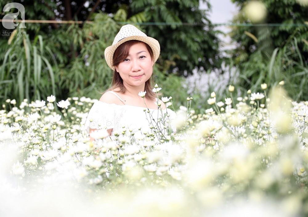 Phụ nữ, trẻ em chen nhau tạo dáng chụp ảnh kín đặc vườn cúc họa mi Nhật Tân - Ảnh 11.