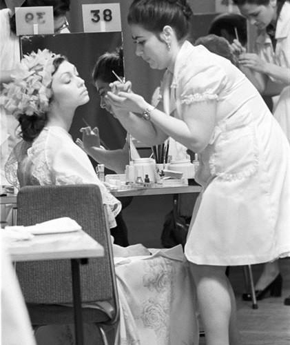 Bất ngờ về thời trang thanh lịch và gợi cảm của phụ nữ Liên Xô - Ảnh 11.