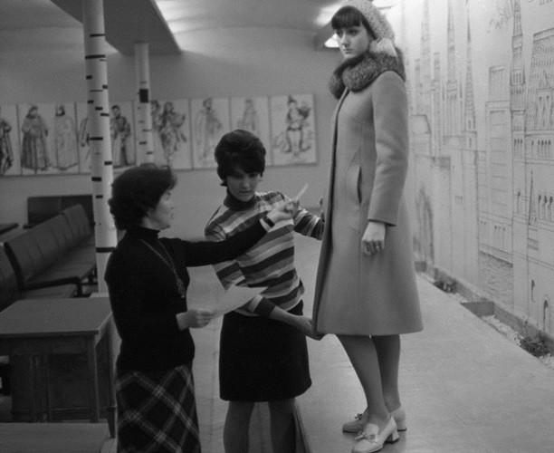 Bất ngờ về thời trang thanh lịch và gợi cảm của phụ nữ Liên Xô - Ảnh 8.