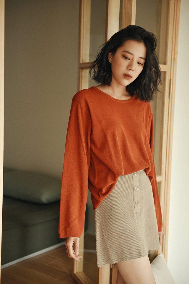 18 mẫu áo len mỏng đến từ các thương hiệu Việt khiến bạn say như điếu đổ và muốn sắm ngay trong mùa lạnh này - Ảnh 11.