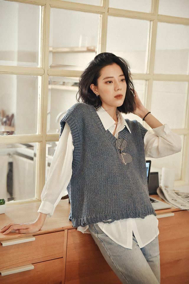 18 mẫu áo len mỏng đến từ các thương hiệu Việt khiến bạn say như điếu đổ và muốn sắm ngay trong mùa lạnh này - Ảnh 12.