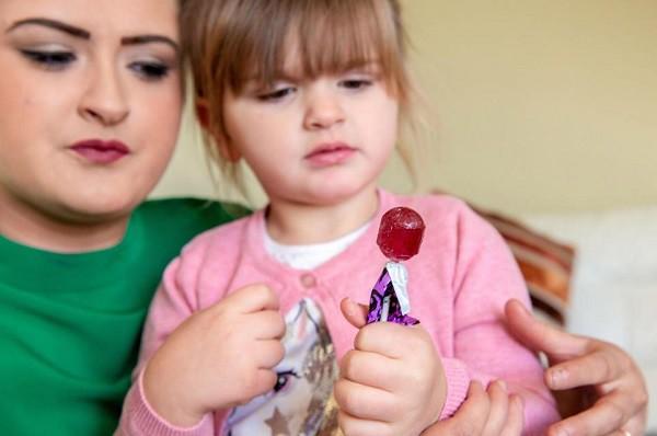 3 phút địa ngục suýt mất con vì chiếc kẹo mút, bà mẹ cảnh báo về thứ nhỏ bé cha mẹ không thể coi thường - Ảnh 3.