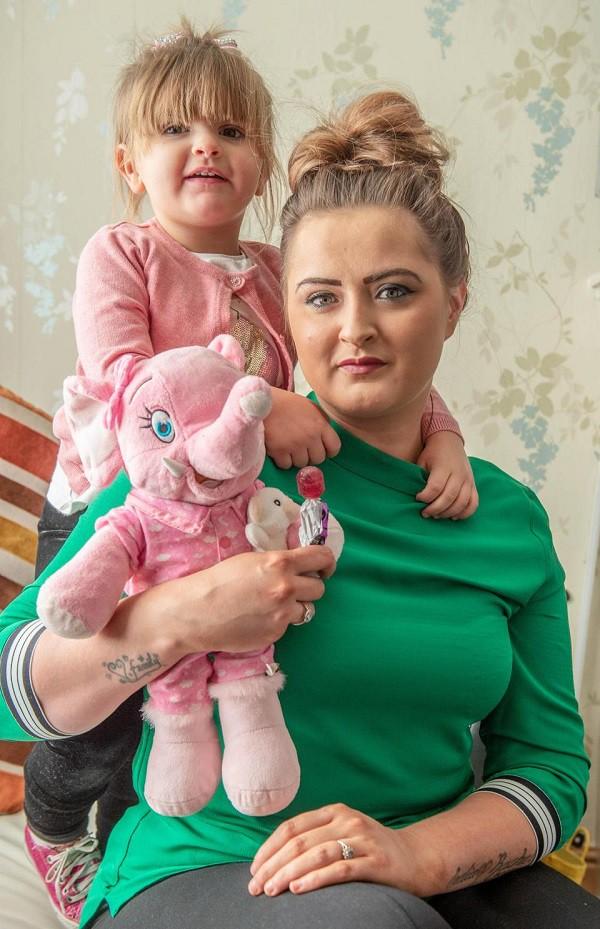 3 phút địa ngục suýt mất con vì chiếc kẹo mút, bà mẹ cảnh báo về thứ nhỏ bé cha mẹ không thể coi thường - Ảnh 1.