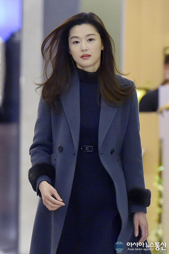 """Jeon Ji Hyun mặc đẹp hơn người mẫu thì ai cũng biết, nhưng cô vẫn phải """"chịu thua"""" trước một người này - Ảnh 5."""