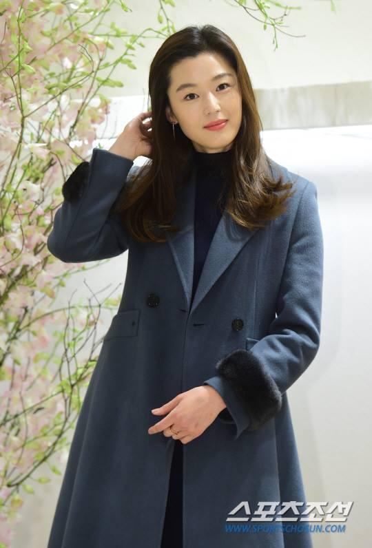 """Jeon Ji Hyun mặc đẹp hơn người mẫu thì ai cũng biết, nhưng cô vẫn phải """"chịu thua"""" trước một người này - Ảnh 8."""
