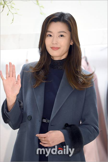 """Jeon Ji Hyun mặc đẹp hơn người mẫu thì ai cũng biết, nhưng cô vẫn phải """"chịu thua"""" trước một người này - Ảnh 7."""
