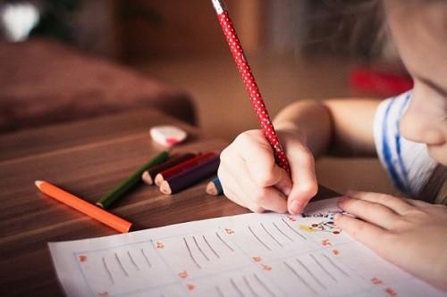 Phẫn nộ vụ cậu bé 9 tuổi ở Pháp bị đánh chết vì không làm bài tập về nhà - Ảnh 1.