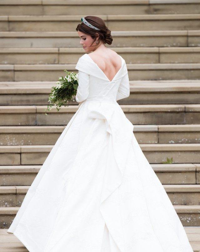 11 chiếc váy cưới đình đám nhất năm 2018: chiếc khoét lưng để khoe sẹo của cô dâu, chiếc đơn giản mà sang trọng tột cùng - Ảnh 20.