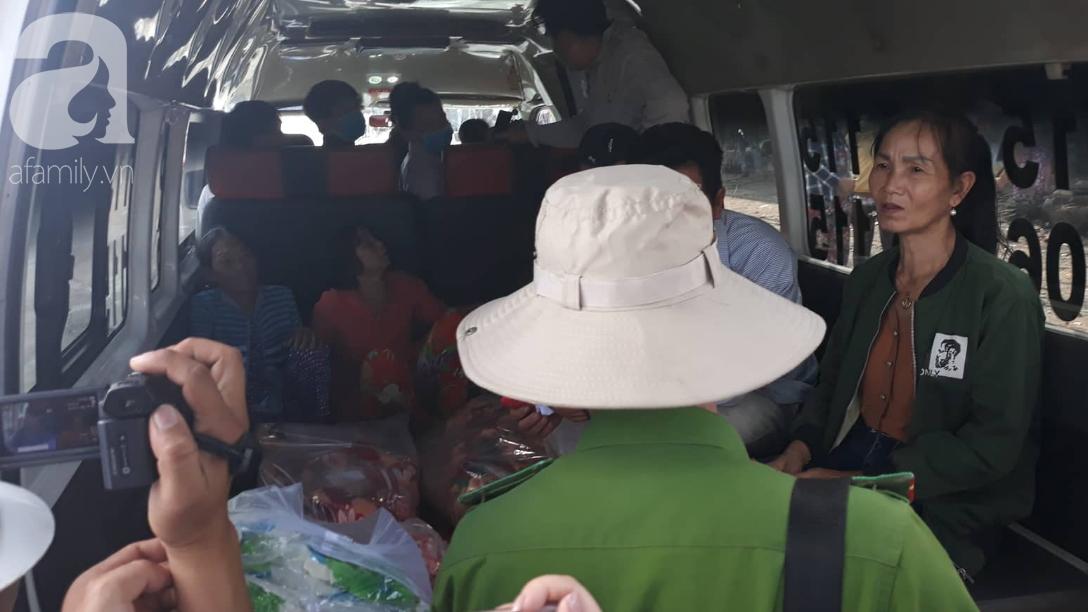Nghẹn lòng cảnh chồng đưa thi thể vợ và 2 con nhỏ về quê sau vụ cháy xe bồn chở xăng ở Bình Phước - Ảnh 3.