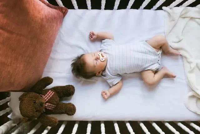 Rất nhiều trường hợp trẻ chết vì ngạt thở khi ngủ, cha mẹ cần làm những việc dưới đây - Ảnh 1.
